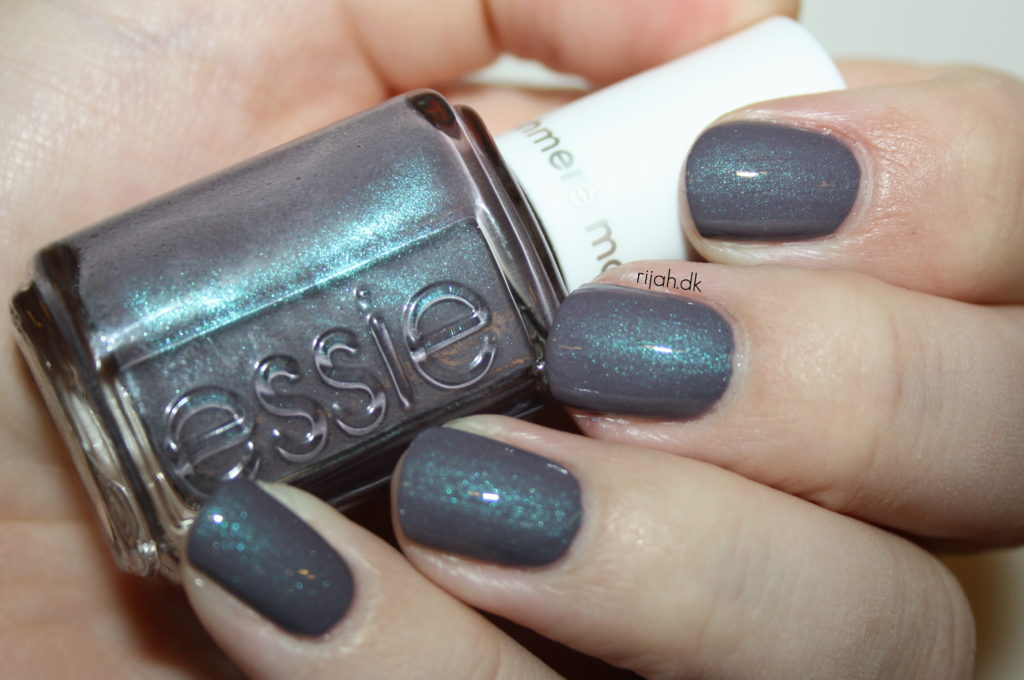 Essie Coat Couture with Topcoat